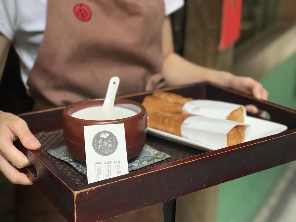 一中街商圈-三時茶房杏仁茶甜品